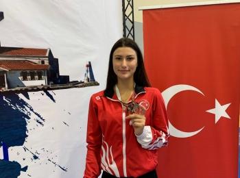 Gururumuz Nisanur Erbil Genç Kadınlar Kılıç Dünya Kupası'nda Dünya 2.'si Oldu