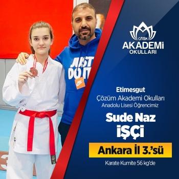 Etimesgut Çözüm Akademi Okulları Öğrencimiz Sude Karate Kumite müsabakası 56 kg'de Ankara İl 3.'sü oldu